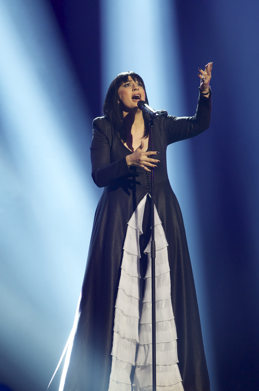 Kaliopi from Macedonia gives it her all