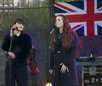 Emmilie de Forest and Lucie Jones duet